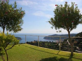 Enjoy sunset views from this south- west facing villa. AZR 271 - Théoule sur Mer vacation rentals