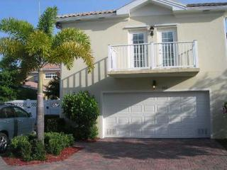 Gorgeous Abacoa Apt, Walk to Roger Dean & Town Ctr - Jupiter vacation rentals