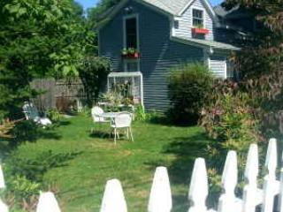 PET FRIENDLY Country COTTAGE Coastal RI Weekly - Little Compton vacation rentals