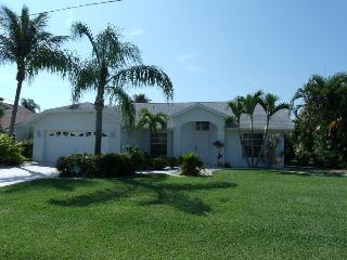 Villa Blue Sky Cape Coral Vacationhome, 3/2 - Cape Coral vacation rentals