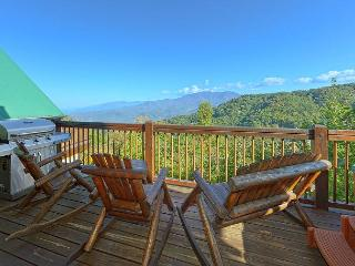 Gatlinburg Luxury Cabin Spectacular Views Bear Pause 378 - Sevierville vacation rentals