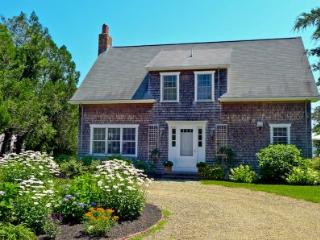 WEST CHOP COTTAGE WITH CABIN & PRIVATE BEACH ACCESS - VH PJEW-25 - Vineyard Haven vacation rentals