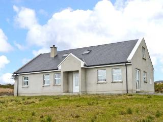 CARRICK COTTAGE, single-storey cottage, sea views, close coast, Redcastle, Moville Ref 14111 - Moville vacation rentals