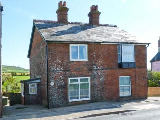 ROSE COTTAGE, family accommodation, open fire, AGA, enclosed lawned garden, in Arreton, Ref 23316 - Arreton vacation rentals
