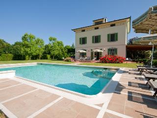 ELEGANT VILLA WITH LUXURY POOL & GARDEN IN TUSCANY - Orentano vacation rentals