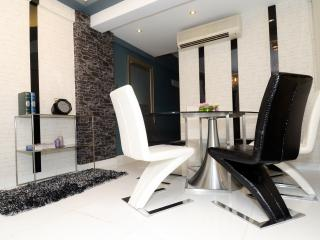 POSH and GO! BRANDNEW! MTR DeLUXE 3bed2bath CENTRE - Hong Kong Region vacation rentals