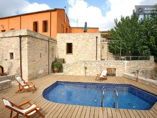 Beautiful traditional house IRINI ''Neo petrino'' - Chania vacation rentals