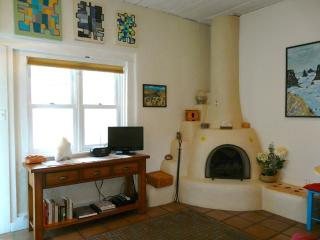 Walk to Plaza, private garden, SW charm, romantic! - Taos vacation rentals