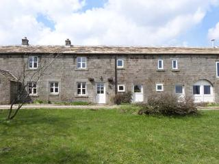 LOW BARN, pet-friendly, woodburner, en-suite facilities, near Grassington, Ref. 15410 - Grassington vacation rentals