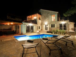 Villa Bila - Seafront villa with pool - Cove Puntinak (Selca) vacation rentals