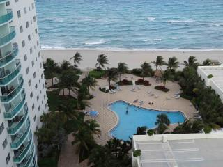 Amazing Ocean View condo, 2 pools, on the beach - Miami Beach vacation rentals