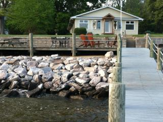 Retreat at a quiet, water front cottage - Chestertown vacation rentals