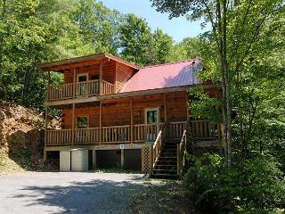 Cabin in between Gatlinburg and Pigeon Forge     PINE COVE HIDEAWAY #1816 - Sevierville vacation rentals