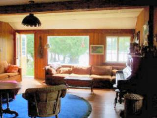 Family/living room - Charming, secluded lakefront family cottage - Montreal - rentals