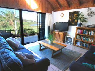 Family Friendly Beachhouse overlooking ocean - Sydney Metropolitan Area vacation rentals