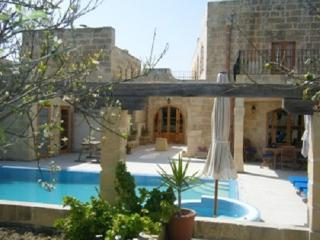 Imgarr Farmhouse Large Pool in Centre of Malta - Mgarr vacation rentals