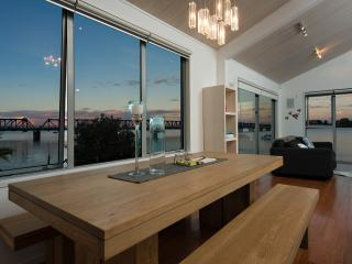 The Boatshed - Harbourfront Tauranga Holiday Apartment - Bay of Plenty vacation rentals