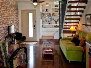 COZY, MODERN TREEHOUSE ON 1/2 ACRE NEAR ZILKER - Austin vacation rentals