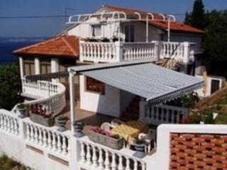 2 apartments in Novi Vinodolski - Novi Vinodolski vacation rentals
