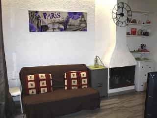 Beautiful Studio in Rue Saint Sauveur - apt #1197 - Paris vacation rentals