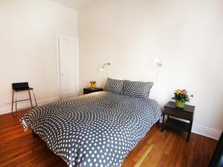 Comfortable two bedroom nr USQUARE - New York City vacation rentals