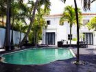 South Beach 5 room Pool, Golf & Tennis Resort Guest House: Oprah & Kravtiz (8 pers) - Miami Beach vacation rentals