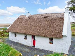 THE THATCH, character pet-friendly cottage, woodburner, close walking, cycling, in Poll, Spiddal Ref. 23903 - County Armagh vacation rentals