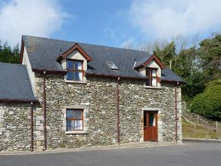 BALLYKILLAGEER COTTAGE, en-suite bedrooms, enclosed courtyard, ideal for families, near Woodenbridge and Arklow, Ref 24575 - Arklow vacation rentals