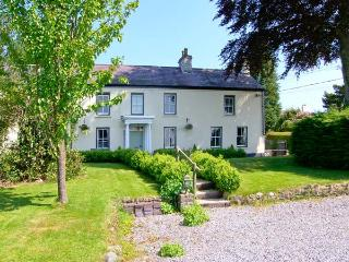 COPPER BEECH COTTAGE, semi-detached, ideal for families, open fire, wonderful views, in Llansadwrn, Ref 24085 - Llansadwrn vacation rentals