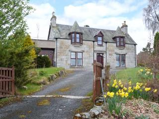 GRANITE COTTAGE, pet-friendly, fantastic views, first floor apartment in Nethy Bridge, Ref. 25214 - Aviemore and the Cairngorms vacation rentals