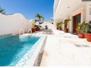 2BR, Few Blocks to the beach, Internet, Pool, Downtown! - Playa del Carmen vacation rentals