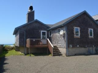 Purdy House is a pet friendly ocean front home with a great fireplace 3 bedroom 1 bath sleeps 8 - 71361 - Cannon Beach vacation rentals