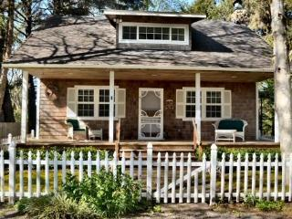 Haystack Roost is tucked away with country beach charm 4 bedroom 3 bath sleeps 9 - 73647 - Cannon Beach vacation rentals