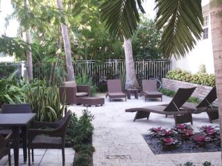 SOUTH BEACH BEAUTIFUL APARTMENT 1 BEDROOM SLEEP 4 - Miami Beach vacation rentals