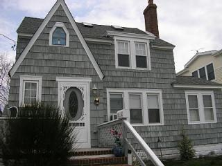 Victorian style LBI home - Great family vacation home with easy walk to ocean or bay guarded beaches on LBI the best - Decatur Island - rentals