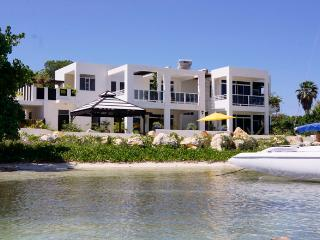 beachfront villa Monicove - Whitehouse vacation rentals