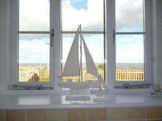 Stunning cliff top location- Suffolk Sunrise Coast - Lowestoft vacation rentals