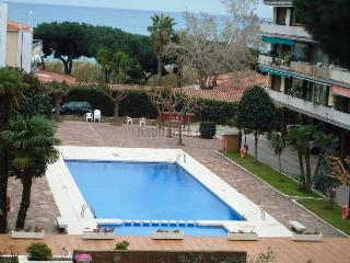 Apartament 6-7 persons in front of the sea with swimmingpool 35 kms Barcelona - Cabrera de Mar vacation rentals