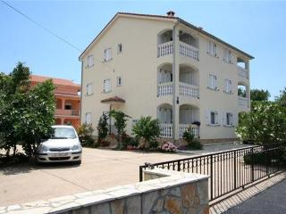 Apartment for 6 persons near the beach in Krk - Silo vacation rentals