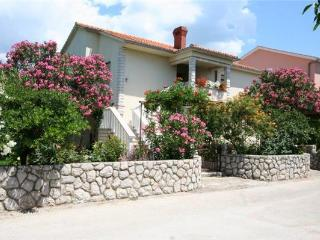 Apartment for 4 persons near the beach in Krk - Silo vacation rentals
