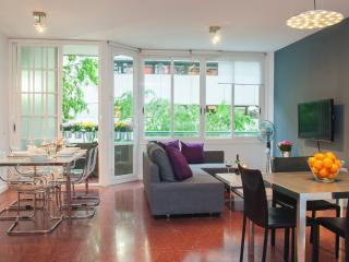 Cozy apartment Up to 10 - Barcelona vacation rentals