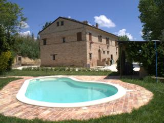 B&B in Marche with pool, near the sea and mountain - Marche vacation rentals