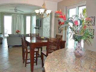 Beautiful 3 Bedroom / 3 Bathroom Corner Unit Overlooking the Gulf LT2-709 - Gulfport vacation rentals