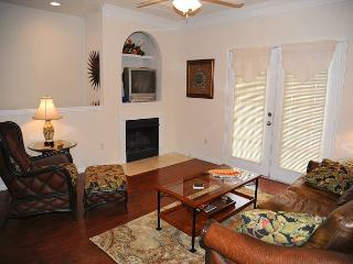 Beautiful 1 Bd / 1 Bth 2nd Flr Single Garage Walking Distance to Beach LV-703 - Gulfport vacation rentals