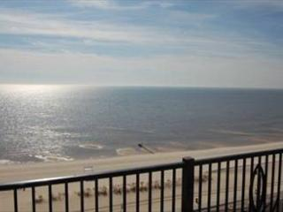 Beautiful 3 Bedroom / 2 Bathroom Condo Overlooking the Gulf S-905 - Gulfport vacation rentals