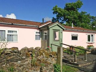 Y FFOS, single-storey cottage, country views, close walks, cycling, Builth Wells Ref 21887 - Builth Wells vacation rentals