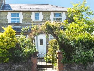 ROSE COTTAGE, character cottage, front and rear gardens in Niton, Ref 25251 - Isle of Wight vacation rentals