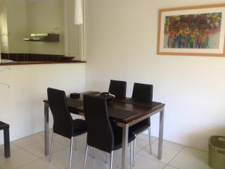 Best Value Apartment in Tropical Palm Cove near the beach. - Palm Cove vacation rentals