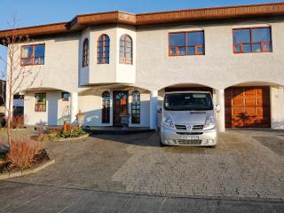 Nice quiet with private parking - Budir vacation rentals