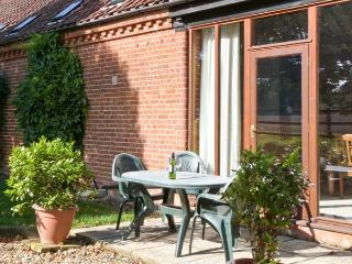 SYCAMORE single-storey, family-friendly, tennis court in Fakenham Ref 24359 - Norfolk vacation rentals
